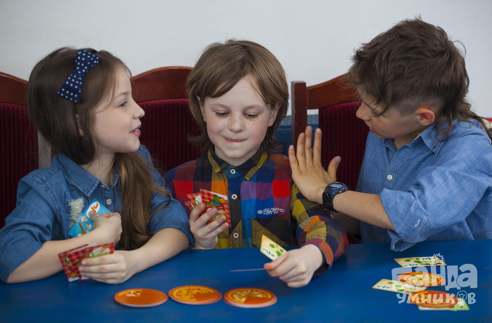 Дети играют в Делиссимо