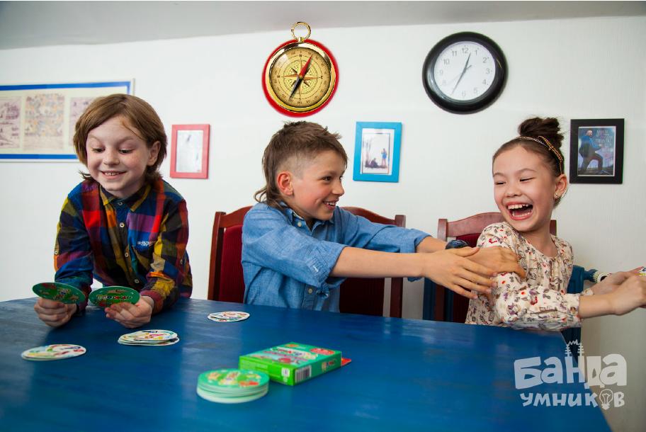 Дети играют в Фрукто 10.