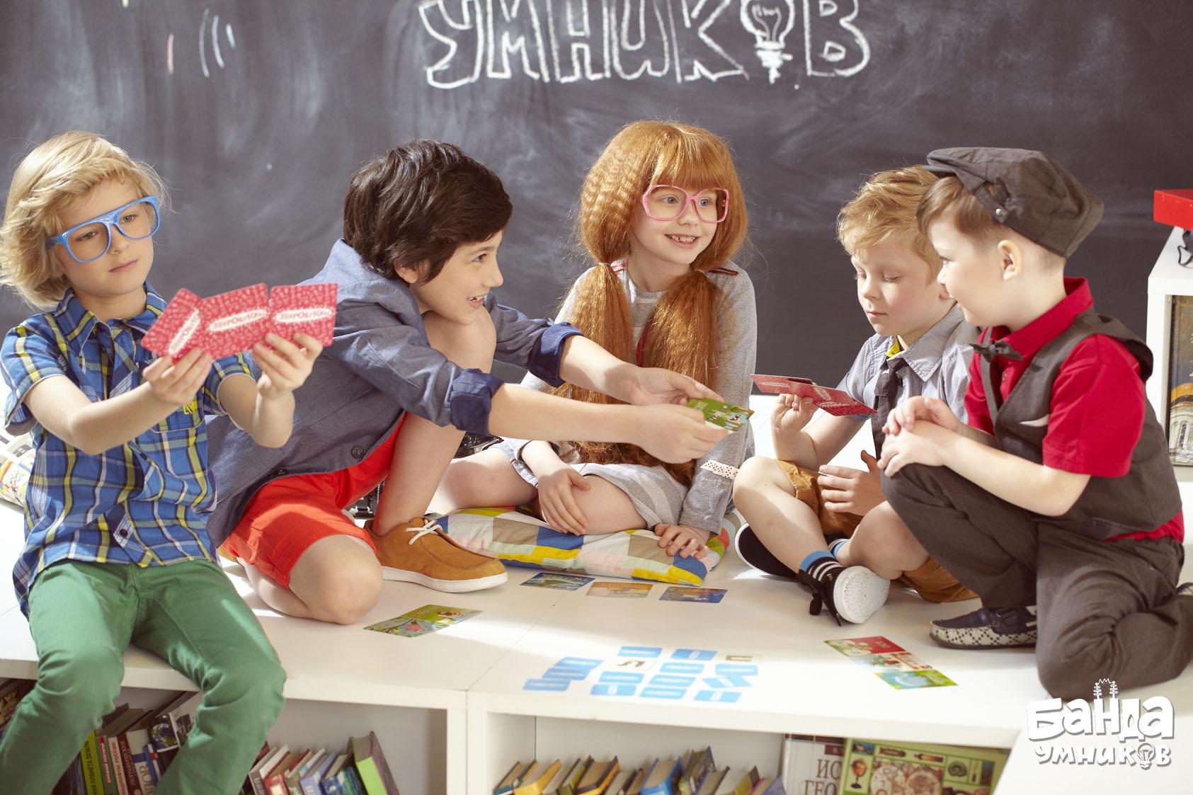 Дети играют в Зверобуквы